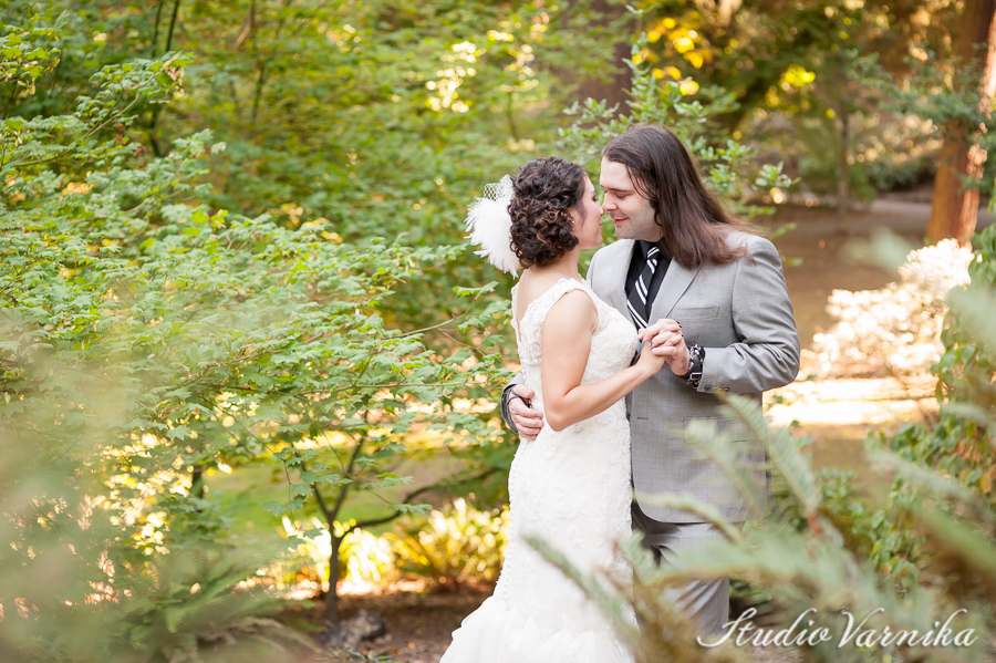 Gorgeous Wedding First Look at Laurelhurst Park | Photographers of Portland