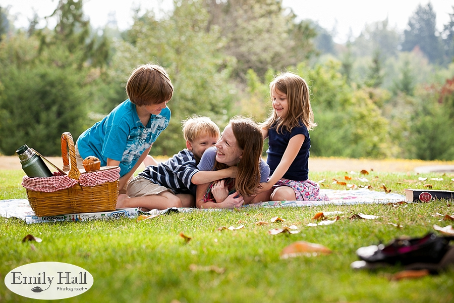 A Family Picnic at the Park with POP Photographer, A.R.T Photography | Photographers of Portland