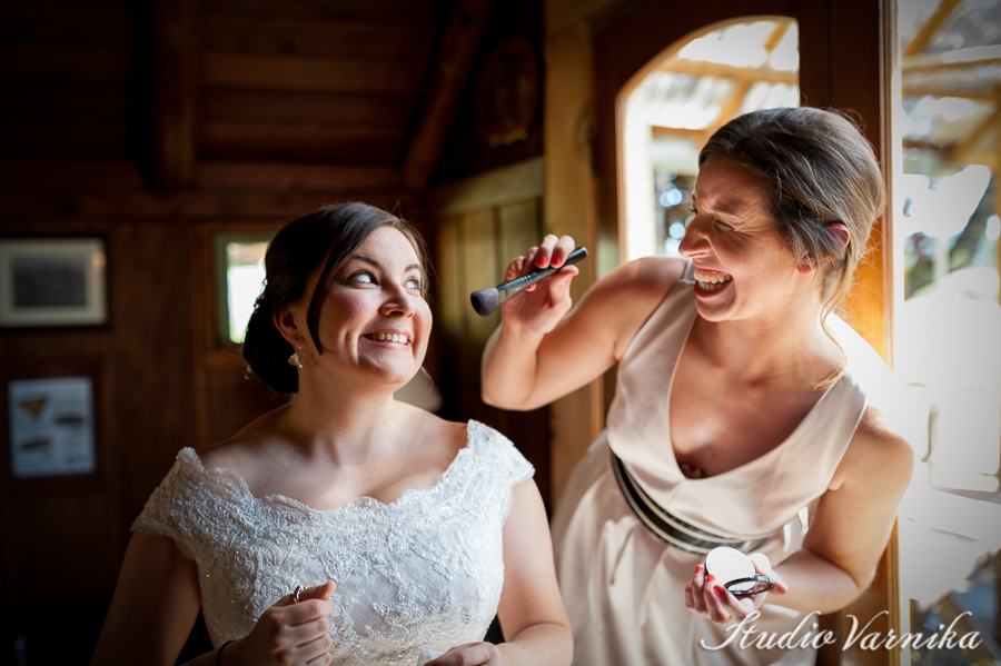 portland-wedding-getting-ready-laughing-bride