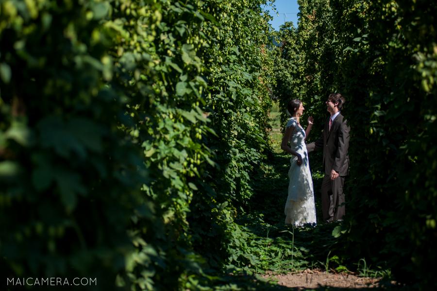 Rogue Farms Hopyard Wedding by MaiCamera