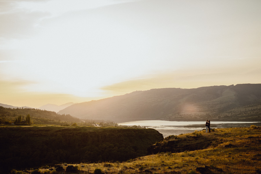 columbia-gorge-engagement-photography-1