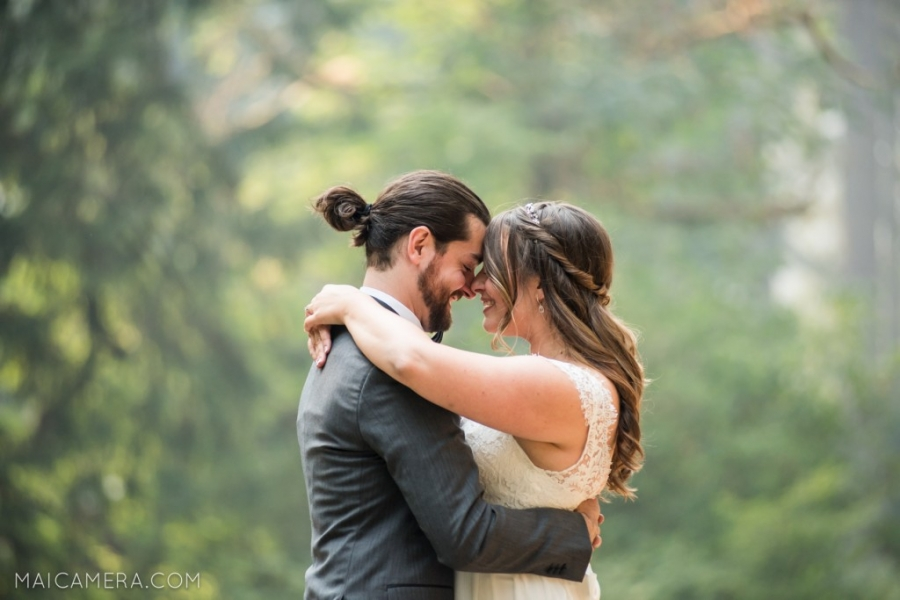 First Look at Silver Falls State Park Wedding by MaiCamera