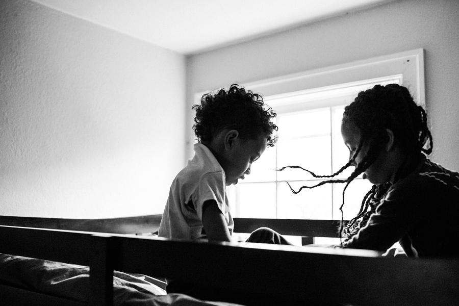 lacey monroe photography, brother and sister playing in bunk bed